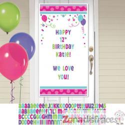 Cartel personalizable cumpleaños para puerta con globos y flores - Imagen 1